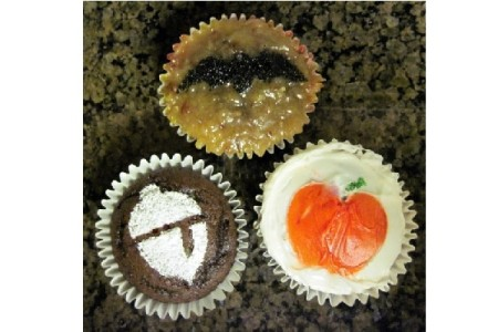 How to Stencil Cupcakes