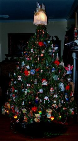 Themed Christmas Tree: Family